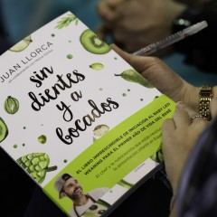 Primer plano del nuevo libro de Juan Llorca.