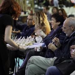 El público disfrutando de una degustación en el 'Escenario Mahou'.