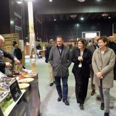Visita institucional a la 'Zona Market' de Carmen Morillón, alcaldesa de Gijón, acompañada de Ana Rellán, directora del festival.