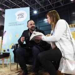 El nutricionista Ramón de Cangas durante su firma de libros.